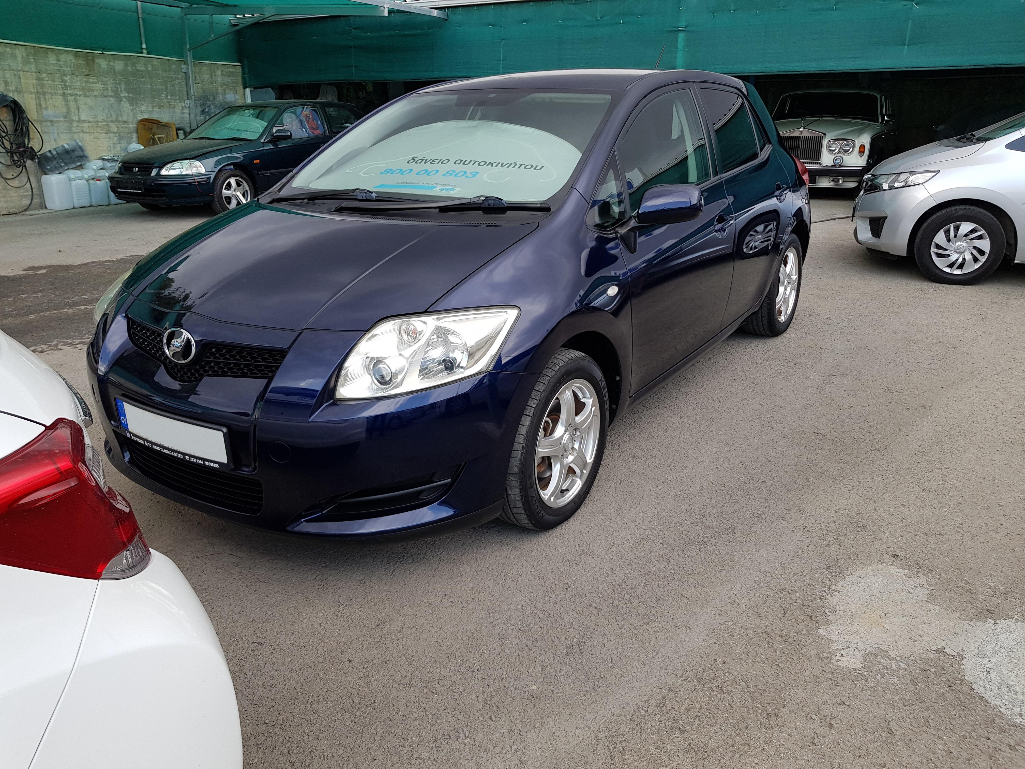 Toyota Auris Dark Blue 02