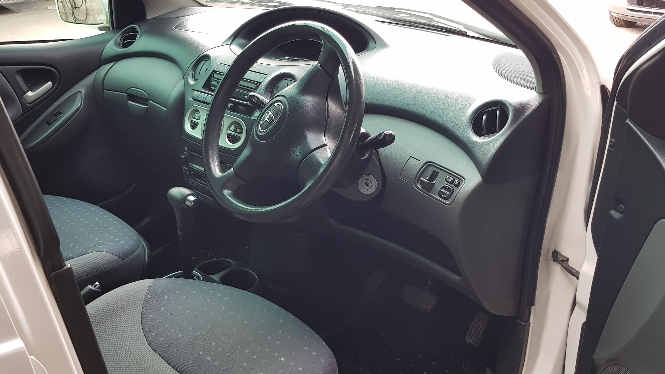 Toyota Vitz White 05