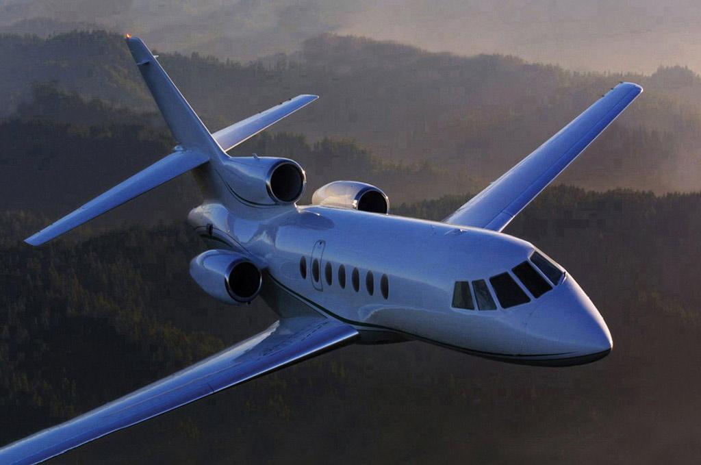 Falcon 50 Flying