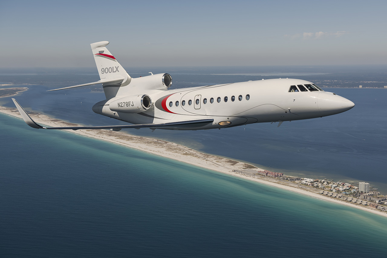 Falcon 900 Flying