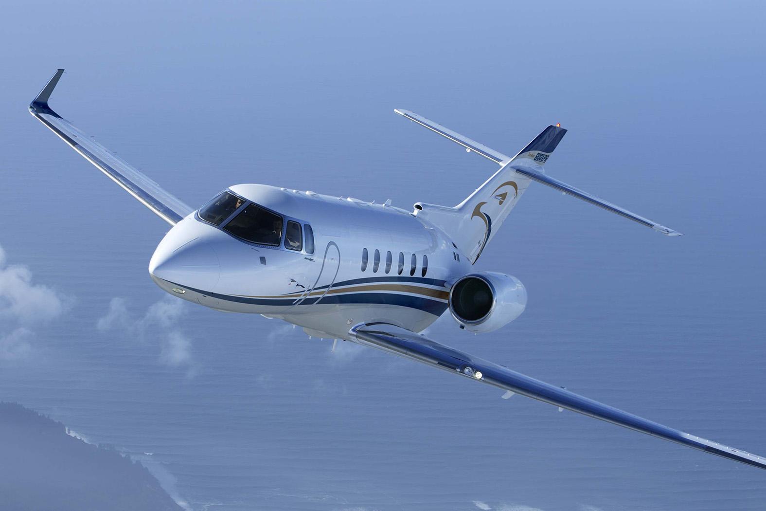 Hawker 800 flying