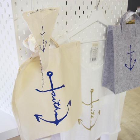 Tassen + Shirt voor Faith Lifeline