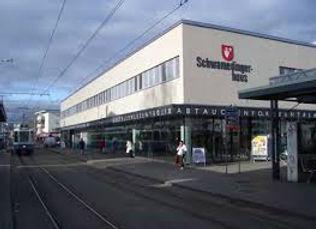 Gebäude in Schwamendinger am Schwamendigerplatz und Standort der Drogerie in Schwamedingerhuus Zürich