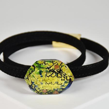 Bracelet with gold leaf pendant