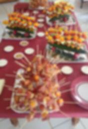 Les brochettes de légumes frais, de charcuterie, de fromage du Vercors ou de fruits frais