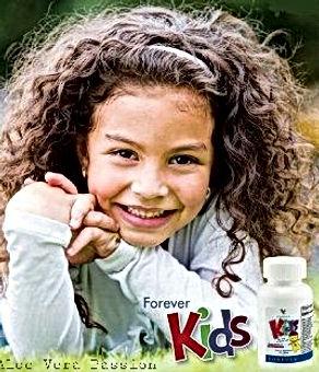Vitamines pour les enfants et les adolescents contenant 12 types de vitamines : A,B,C,D,E ; du fer et du zinc