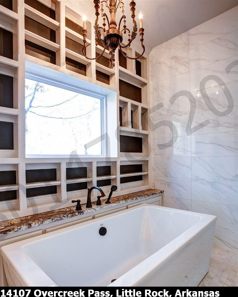 Bath tub in Master Bathroom #1