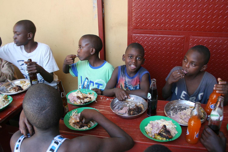 children in Uganda eating