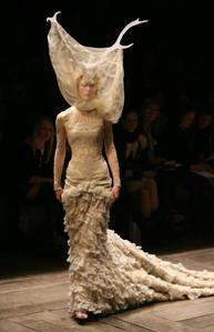 Alexander McQueen Fall 2006 Paris Fashion Week