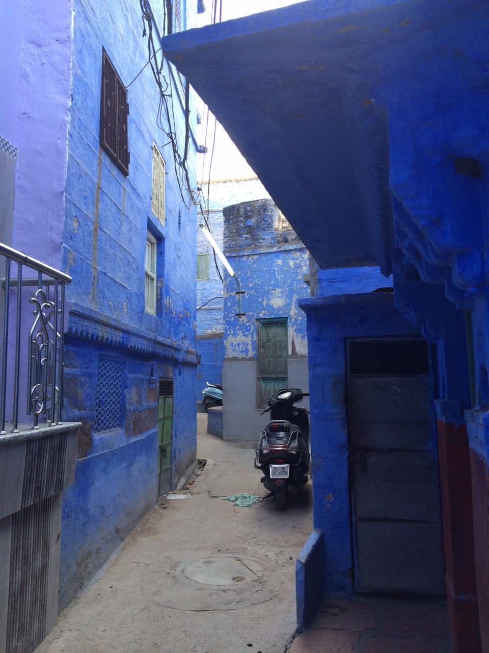 le bleu se repand sur la ville2_30may.JPG