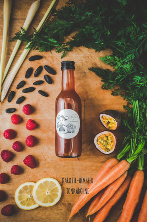 Passend für die spätsommerlichen Tage - unser erfrischender Karotte-Himbeer-Tonkabohne Sirup