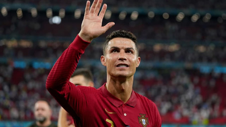 Ronaldo sends angry texts to Rio Ferdinand regarding Lineker's preference for Messi