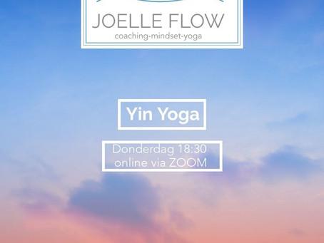 Een ruimte creërende yoga sequence.