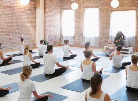 Start je dag in Flow.  Elke woensdagochtend 7:30 online live in jouw eigen ruimte als yoga studio.