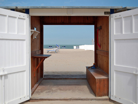 Voeten in het zand.... tijd voor reflectie voor meer Flow in je job!