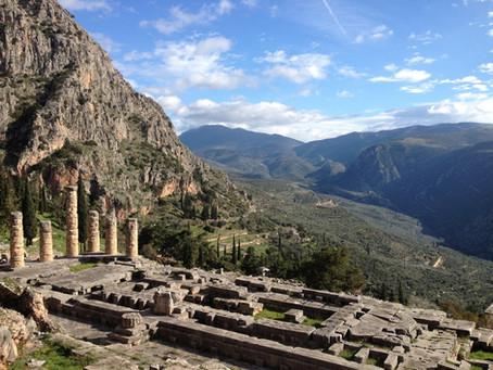 Храмът на Аполон и светилището на прословутата делфийска сибила