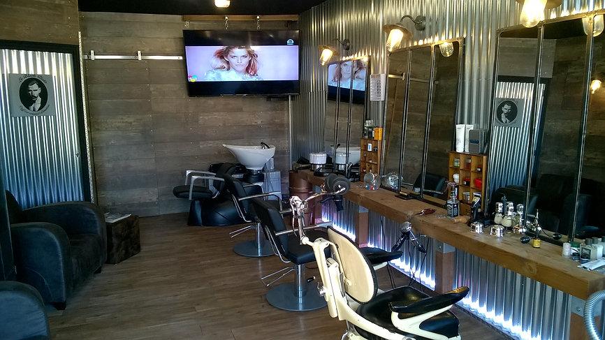 coiffeur homme barbier / le black pixie