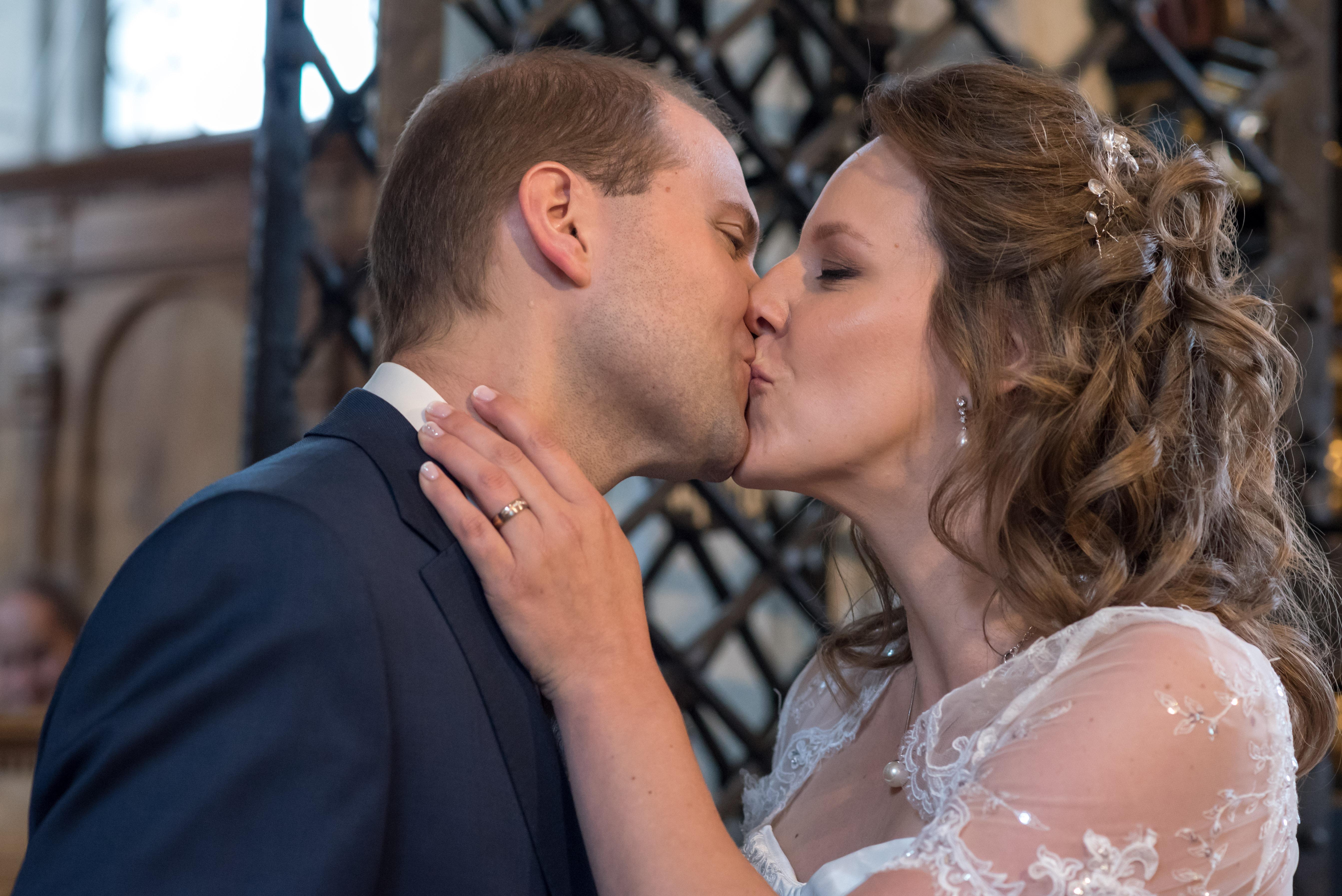 Ja-Wort, Kuss, Brautpaar, Hochzeit
