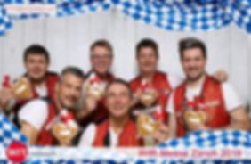 Fotobox Hintergrund Stoff in Holzoptik mit Oktoberfest-Overlay