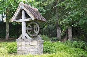 Water_well_in_garden_of_Cambremer_(Franc