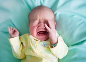 Hagyd-e sírni a babát? Mi történik, ha sírni hagyod?