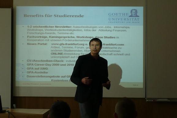 GFA begrüßt die neuen Erstsemester-Studierenden beim Uni-Rundgang im RuW am 22.09.2009
