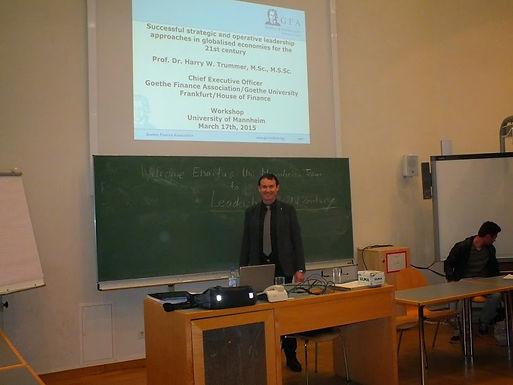 Dr. Trummer hält Leadership-Workshop für Enactus Universität Mannheim Team am 17.03.2015