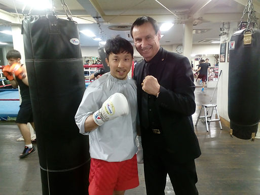 Dr. Trummer visits Teiken Pro-Boxing Gym in Tokyo, March 2017