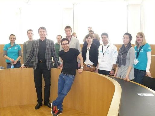 GFA begrüßt die neuen Erstsemester-Studierenden beim Uni-Rundgang am 23.03.2010