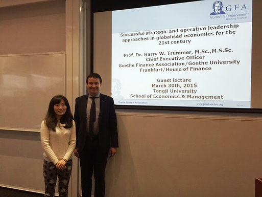 Dr. Trummer on Campus in Shanghai at Tongji University am 30.03.15