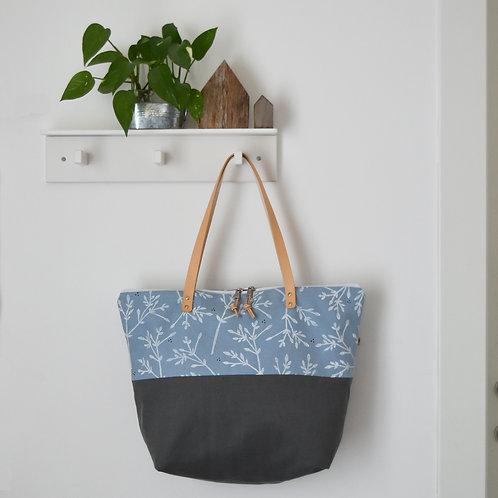 MELIA maxibag in doppio tessuto celeste e grigio stampata a mano - BACCHE