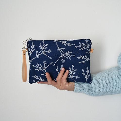 CHENZIA Pochette grande in tessuto blu stampato a mano - BACCHE