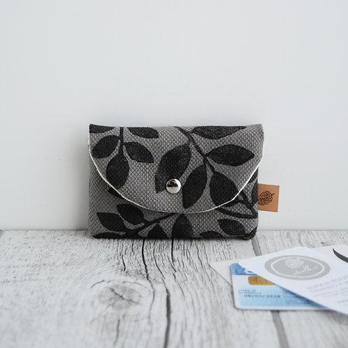 Porta carte in tessuto grigio stampato a mano - disegno FOLIAGE