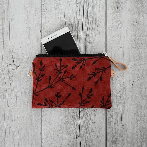 Pochette media Maranta -  in tessuto rosso con disegno stampato a mano - BACCHE