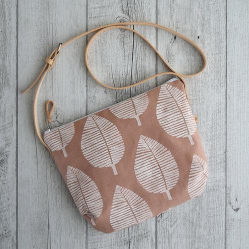 Calatea, borsa a tracolla in tessuto rosa antico stampato a mano - FOGLIA