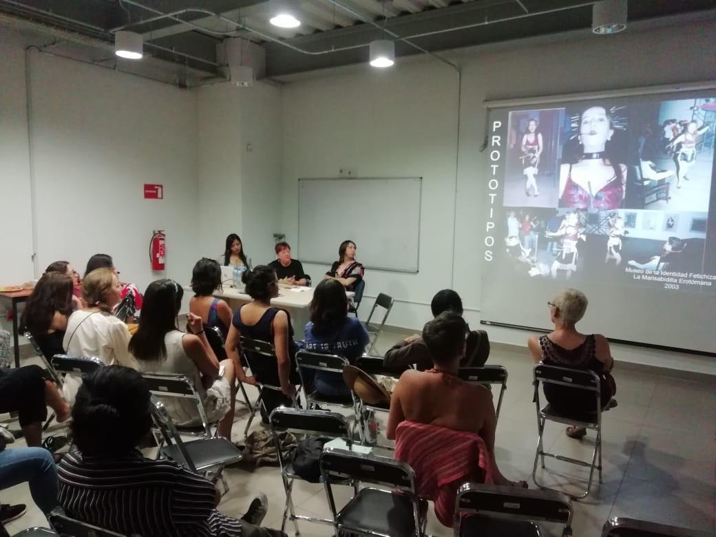 Conversatorio de mujeres en el performance