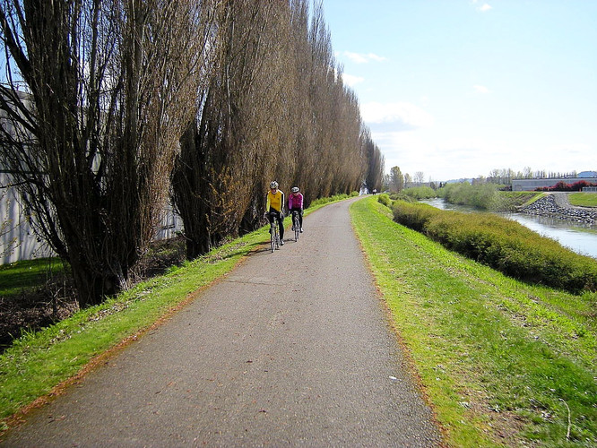 RIDE ALONG THE GREEN RIVER TRAIL