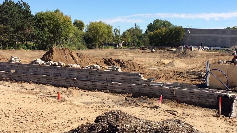 Retaining wall under construction - Monday 09/19/2016