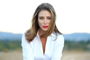 bob-mcclenahan-photography-wine-napa-sonoma-beautiful-woman-portrait.jpg