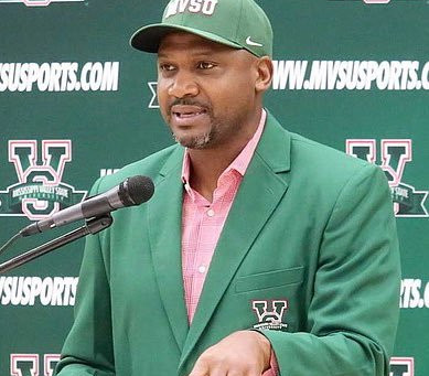 LINDSEY HUNTER INDUCTED INTO THE MISSISSIPPI SPORTS HALL OF FAME CLASS OF 2021