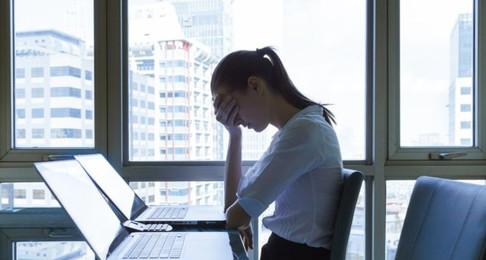 Estafadores que se hacen pasar por tu jefe: qué son los fraudes BEC y cómo puedes protegerte