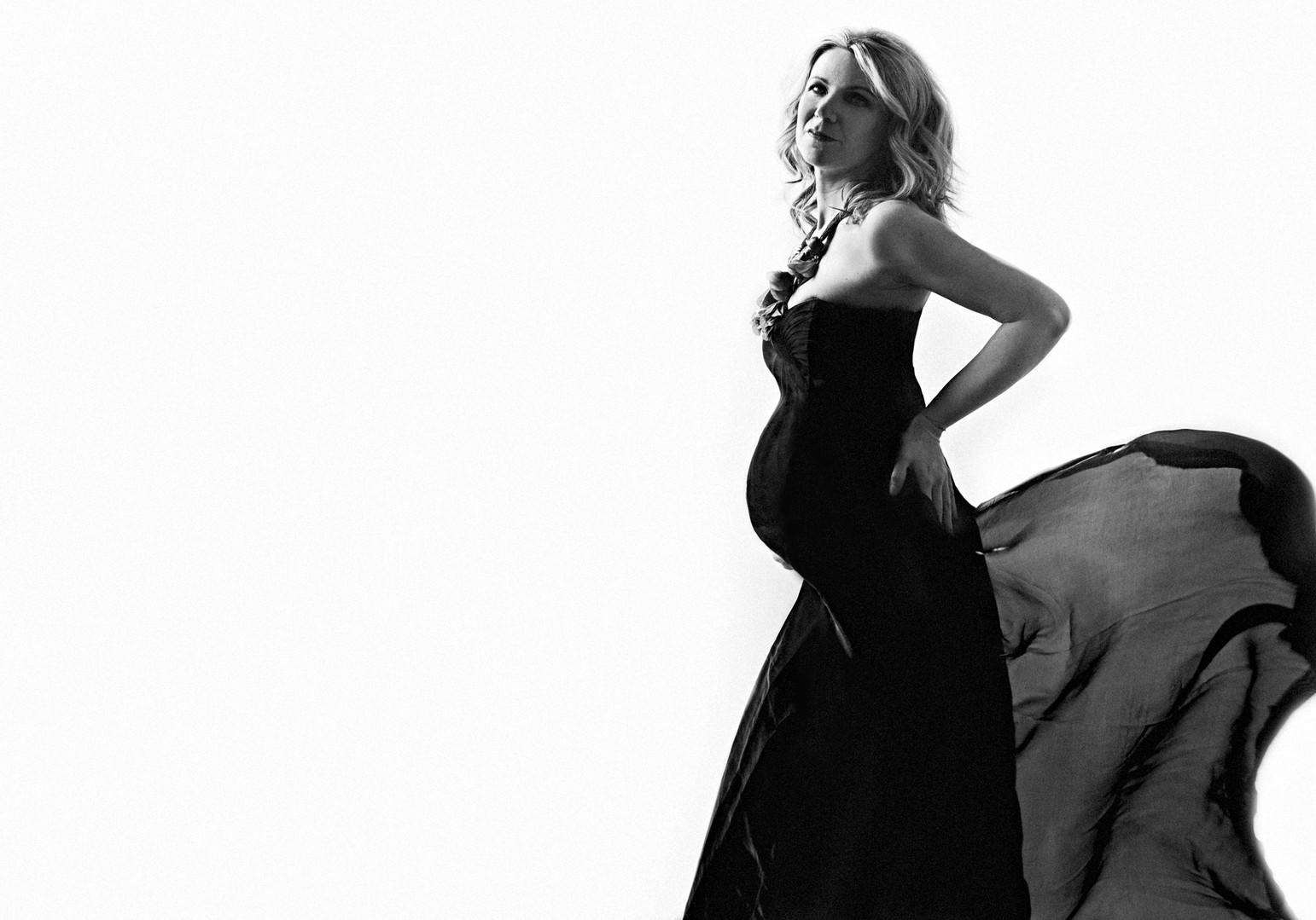 maternità elegante bianco e nero milano