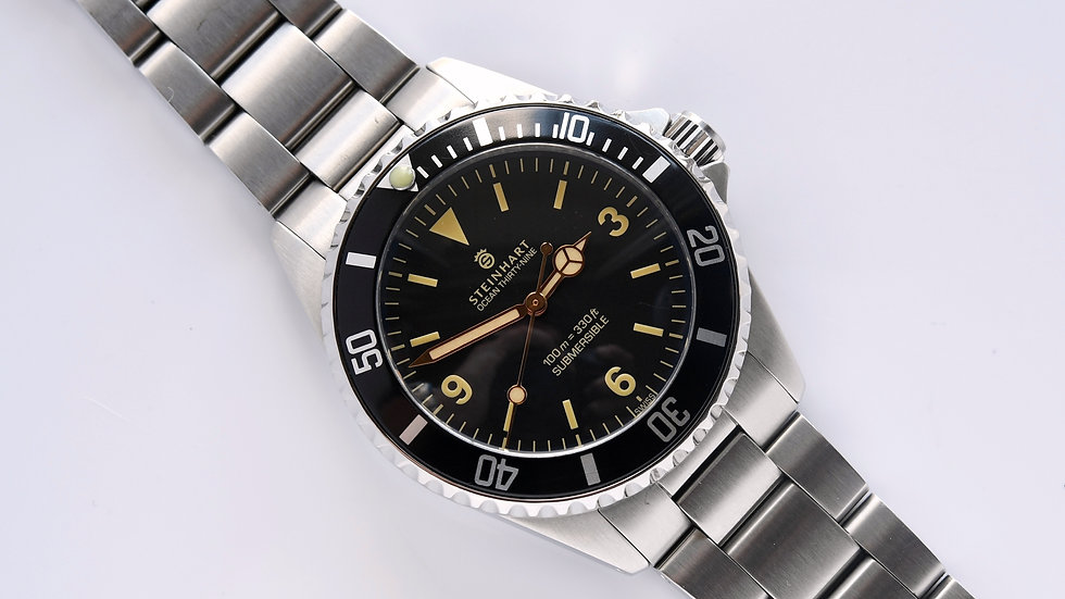 Steinhart Ocean 39 Submersible Gnomon Box Papers