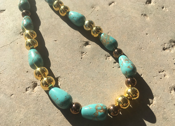 Magnesite and Goldtone Metal Beads Necklace