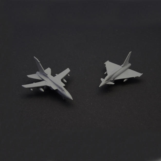 2x fighter jets, € 15