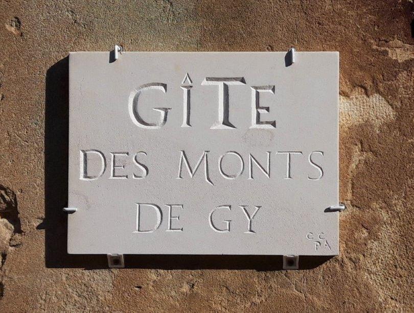 Gite des monts de gy Pierre.jpg