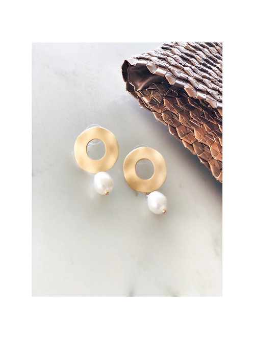 Brushed Gold Pearl Earring
