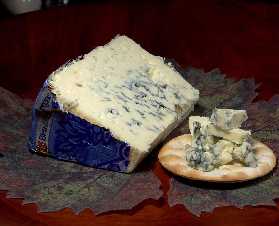 Bleu_d'Auvergne_cheese.jpg