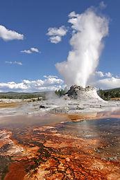Yellowstone_Castle_Geysir.jpg