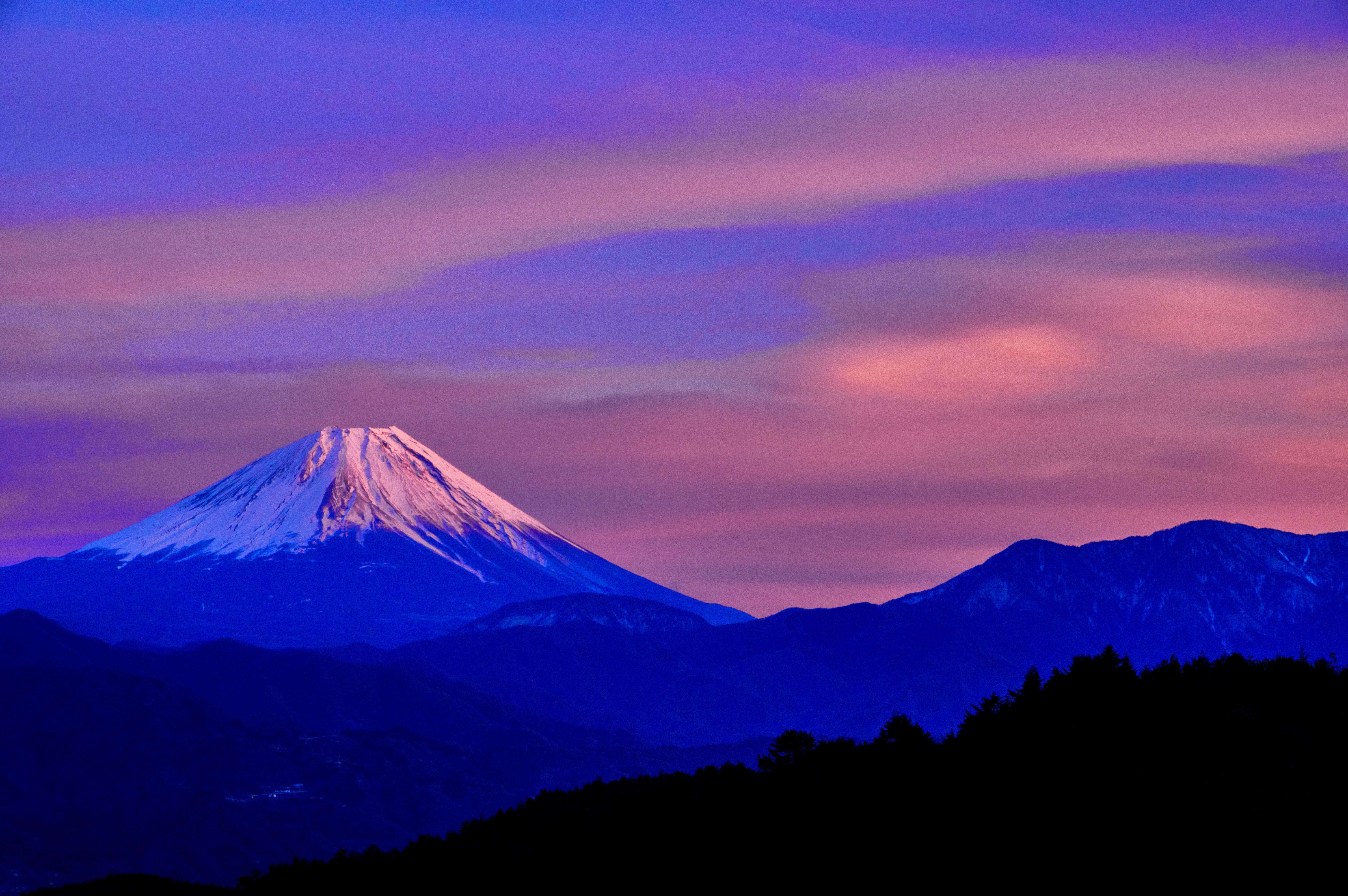 夕刻の富士。夕日もあたる